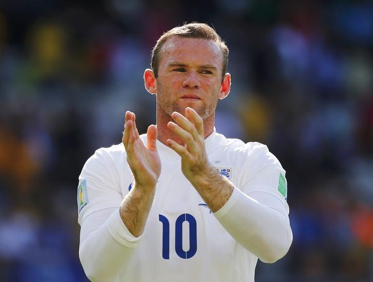 England's Wayne Rooney applauds at the end of their 2014 World Cup Group D soccer match against Costa Rica at the Mineirao stadium in Belo Horizonte June 24, 2014. REUTERS/Damir Sagolj/Files