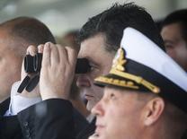Президент Украины Петр Порошенко смотрит военный парад в Одессе 24 августа 2014 года. Украина обвинила Россию в военном вторжении и собрала экстренное заседание Совета национальной безопасности и обороны. REUTERS/Mikhail Palinchak/Pool