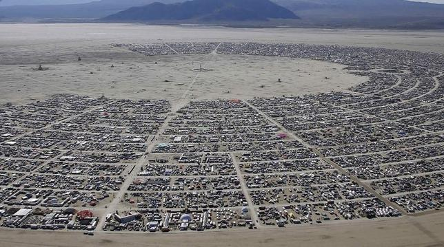 An aerial view during the Burning Man 2014 ''Caravansary'' arts and music festival in the Black Rock Desert of Nevada August 27, 2014. REUTERS/Jim Urquhart