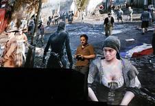 """Lors d'une présentation presse d'""""Assassin's Creed: Unity"""" à Los Angeles en juin. Ubisoft a décalé de deux semaines la sortie de ce jeu vidéo, désormais prévue le 11 novembre aux Etats-Unis et le 13 novembre en Europe. /Photo prise le 9 juin 2014/REUTERS/Lucy Nicholson"""