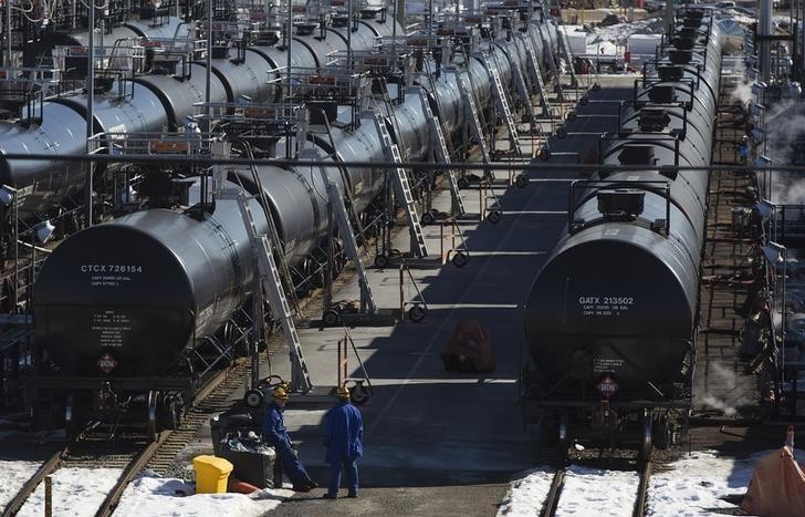 Irving Oil workers inspect rail cars carrying crude oil at the Irving Oil rail yard terminal in Saint John, New Brunswick, March 9, 2014.  REUTERS/Devaan Ingraham