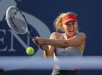 Maria Sharapova of Russia hits a return to Alexandra Dulgheru of Romania during their match at the 2014 U.S. Open tennis tournament in New York, August 27, 2014.    REUTERS/Eduardo Munoz