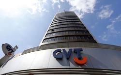 Telefonica, en négociations exclusives pour le rachat de GVT, la filiale brésilienne de Vivendi, a dit vendredi que cette opération lui permettrait de réaliser 4,7 milliards d'euros de synergies, hors coûts d'intégration, et espère avoir bouclé le dossier à la mi-2015. /Photo prise le 28 août 2014/REUTERS/Rodolfo Buhrer