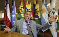 O presidente da Conmebol, Juan Ángel Napout, concede entrevista à Reuters em seu gabinete em Luque, perto de Assunção, no Paraguai, nesta sexta-feira. 29/08/2014 REUTERS/Jorge Adorno