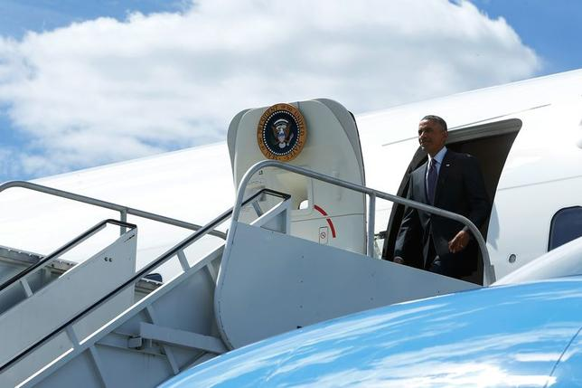 U.S. President Barack Obama arrives onboard Air Force One at Westchester County Airport in White Plains, New York August 29, 2014. REUTERS/Jonathan Ernst