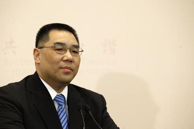 Macau Chief Executive Fernando Chui speaks at a news conference after winning Macau's chief executive election in Macau July 26, 2009. REUTERS/Tyrone Siu