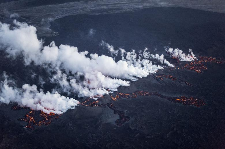 Picture shows magma along a 1-km-long fissure in a lava field north of the Vatnajokull glacier, which covers part of Bardarbunga volcano system, August 29, 2014. REUTERS/Marco Nescher