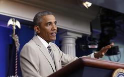 Президент США Барак Обама отвечает на вопросы в Белом доме в Вашингтоне 28 августа 2014 года. Демократы и республиканцы в воскресенье подвергли критике международную политику президента США Барака Обамы, пока он ломает голову над разрешением кризисов в Ираке, Сирии, Ливии и на Украине.  REUTERS/Larry Downing