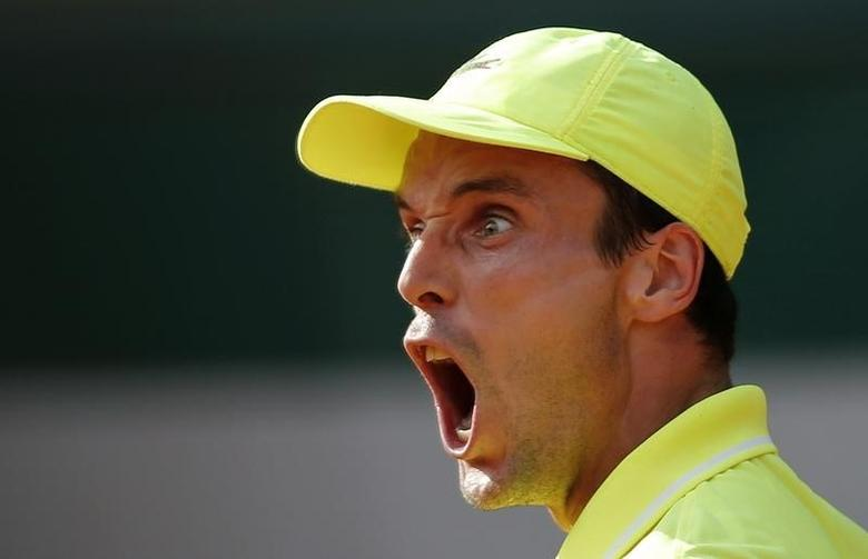 Roberto Bautista Agut of Spain reacts during his men's singles match against Tomas Berdych of the Czech Republic at the French Open tennis tournament at the Roland Garros stadium in Paris May 30, 2014.      REUTERS/Stephane Mahe