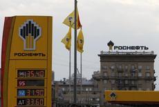 Imagen de la estatal petrolera Rosneft en Moscú. Imagen de archivo, 17 julio, 2014. Estados Unidos está considerando limitar las exportaciones de alta tecnología para la industria de petróleo y gas en el Ártico de Rusia, como parte de un plan para fortalecer las sanciones contra Moscú en medio de la crisis en Ucrania, dijo el miércoles un funcionario. REUTERS/Sergei Karpukhin