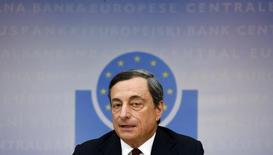 Глава ЕЦБ Марио Драги на пресс-конференции во Франкфурте-на-Майне 3 июля 2014 года. Европейский центробанк в четверг сократил процентные ставки до новых рекордных минимумов, стремясь повысить инфляцию и поддержать стагнирующую экономику еврозоны. REUTERS/Ralph Orlowski