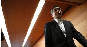 Le gouverneur de la Banque du Japon Haruhiko Kuroda. La BoJ a maintenu inchangée jeudi sa politique de stimulation monétaire et a suggéré une nouvelle hausse de la taxe sur la valeur ajoutée pour améliorer les finances publiques en dépit des doutes croissants sur la santé de l'économie et sur sa capacité à atteindre son objectif d'inflation. /Photo prise le 4 septembre 2014/REUTERS/Toru Hanai