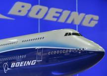 Le titre Boeing figure au rang des valeurs à suivre sur les marchés américains ce jeudi, alors que l'avionneur estime que la Chine aura besoin de plus de 6.000 avions au cours des vingt prochaines années, en raison de l'augmentation du tourisme vers l'étranger. /Photo d'archives/REUTERS/Bobby Yip