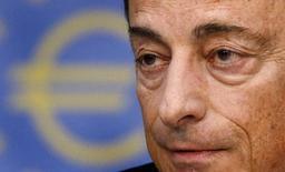 El presidente del Banco Central Europeo, Mario Draghi, en una rueda de prensa en Fráncfort, sep 4 2014. El Banco Central Europeo comenzará a comprar préstamos securitizados y bonos cubiertos el próximo mes para ayudar a destrabar el crédito en la zona euro, dijo el jueves el presidente del organismo, Mario Draghi. REUTERS/Kai Pfaffenbach