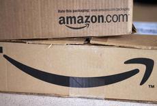 Amazon.com expérimente actuellement un partenariat avec la Poste américaine pour la livraison de produits alimentaires frais dans la région de San Francisco et ce service pourrait être étendu à l'ensemble du pays. /Photo prise le 27 août 2014/REUTERS/Rick Wilking