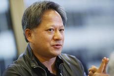 Jen-Hsun Huang, le directeur général de Nvidia.  Le fondeur américain poursuit Qualcomm et Samsung Electronics en les accusant d'avoir enfreint ses brevets sur une technologie de traitement graphique. /hoto d'archives/REUTERS/Stephen Lam