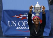 Serena Williams of the U.S. raises her trophy after defeating Caroline Wozniacki of Denmark in their women's singles finals match at the 2014 U.S. Open tennis tournament in New York, September 7, 2014.                  REUTERS/Shannon Stapleton