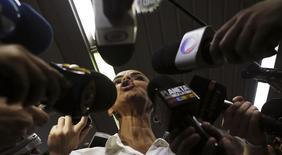 Candidata do PSB à Presidência, Marina Silva, fala com jornalistas após participar de sabatina no jornal O Estado of S.Paulo, em São Paulo. 2/9/2014 REUTERS/Nacho Doce