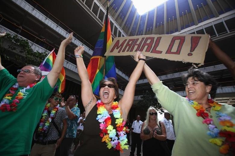 Tambry Young (C) and Debrah Zeleznik (R) celebrate after the Hawaii State Senate approved a bill allowing same-sex marriage to be legal in the state of Hawaii, in Honolulu November 12, 2013.  REUTERS/Hugh Gentry