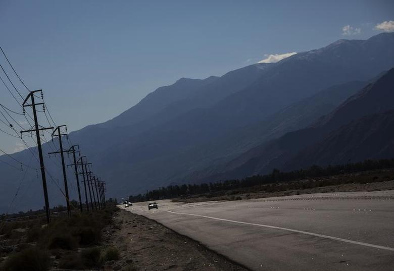 A highway is seen in Palm Springs, California December 20, 2013. REUTERS/Eric Thayer
