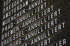 La compagnie Lufthansa annulera mercredi 110 vols à destination ou en provenance de Munich, ce qui affectera 13.500 passagers, en raison d'une grève des pilotes. Ces annulations ne concernent que des vols court-courriers. /Photo prise le 5 septembre 2014/REUTERS/Ralph Orlowski