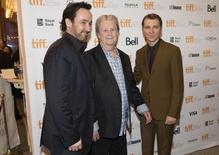 """Cusack, o músico Wilson, e Dano posam durante evento do filme """"Love & Mercy"""" no Festival de Toronto, em 7 de setembro.    REUTERS/Mark Blinch"""