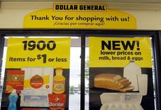 Ayant été éconduit par deux fois, Dollar General a lancé mercredi une OPA hostile de 9,1 milliards de dollars (sept milliards d'euros), soit 80 dollars par titre, sur la totalité du capital de Family Dollar Stores. /Photo d'archives/REUTERS/Rick Wilking