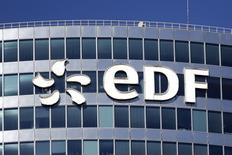 """EDF s'octroie 0,94% vers 12h50, quand le CAC 40 gagne 0,14% à 4.458,51 points. Goldman Sachs a relevé son conseil sur la valeur de """"neutre"""" à """"acheter"""". /Photo d'archives/REUTERS/Benoît Tessier"""