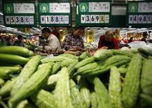 L'inflation en Chine s'est élevée à 2,0% annuels en août, une hausse plus faible que prévu. Les économistes se demandent si la Banque populaire en tirera parti pour annoncer de nouvelles mesures de relance de la croissance. /Photo d'archives/REUTERS/Kim Kyung-Hoon