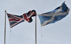 Si les électeurs écossais votent en faveur de l'indépendance la semaine prochaine, les projections des économistes suggérant que la Grande-Bretagne va connaître l'un des rythmes de croissance les plus élevés du monde développé pourraient être remises en cause. /Photo prise le 9 septembre 2014/REUTERS/Toby Melville