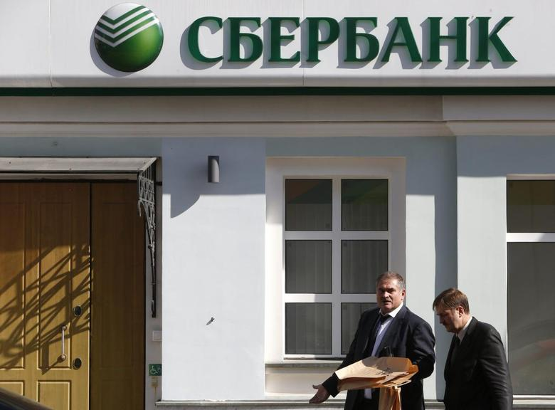 Men walk past an office of Sberbank in Moscow, September 5, 2014. REUTERS/Sergei Karpukhin