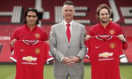 Manchester United apresenta Radamel Falcao e Daley Blind nesta quinta-feira.  REUTERS/Phil Noble