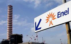 La compagnie d'électricité Enel a lancé une offre contraignante de 8,25 milliards d'euros sur la participation de sa filiale espagnole Endesa dans la compagnie chilienne Enersis. /Photo d'archives/REUTERS/Giampero Sposito