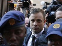 Oscar Pistorius chega a tribunal de Pretória. 12/09/2014 REUTERS/Mike Hutchings