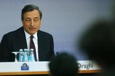 Le président de la BCE Mario Draghi a déclaré que la Banque centrale européenne (BCE) était prête si nécessaire à prendre de nouvelles mesures pour parer à la menace déflationniste dans la zone euro. /Photo prise le 7 août 2014/REUTERS/Ralph Orlowski