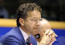 Jeroen Dijsselbloem, président de l'Eurogroupe.  Les ministres des Finances de la zone euro acceptent mal les libertés prises par la France alors que certains parmi les Dix-Huit se sont astreints à réduire de copieux déficits pour regagner la confiance des investisseurs. /Photo prise le 4 septembre 2014/REUTERS/Laurent Dubrule