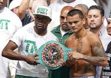 WBC/WBA welterweight champion Floyd Mayweather Jr. (L) of the U.S. and Marcos Maidana of Argentina pose with the WBC belt during their official weigh-in at the MGM Grand Garden Arena in Las Vegas, Nevada September 12, 2014.  REUTERS/Steve Marcus