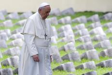 Pope Francis walks inside the Austro-Hungarian cemetery at Fogliano in Redipuglia September 13, 2014. REUTERS/Stefano Rellandini