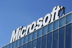 Logo da Microsoft fotografado na sede da empresa em Bucareste, Romênia. 20/03/2013. REUTERS/Bogdan Cristel