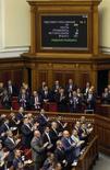 Parlamentares da Ucrânia aplaudem ratificação do acordo de associação com a União Europeia no Parlamento em Kiev. 16/09/2014 REUTERS/Valentyn Ogirenko