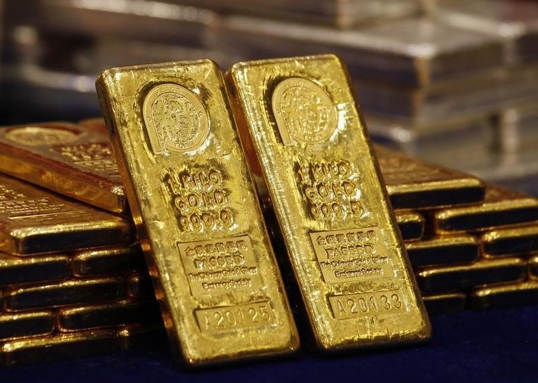One-kg 24K gold bars are displayed at the Chinese Gold and Silver Exchange Society, Hong Kong's major gold and silver exchange, during the first trading day after the Chinese New Year holidays, in Hong Kong February 14, 2013.  REUTERS/Bobby Yip