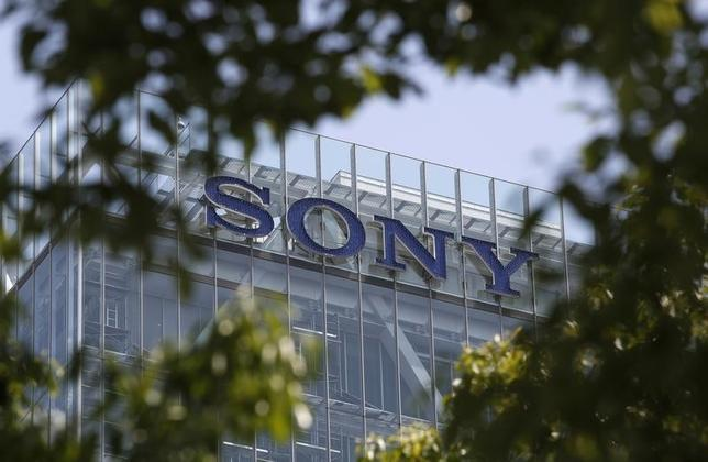 9月17日、 ソニーは2014年3月期の連結業績予想を2300億円の赤字に下方修正したと発表した。写真は都内の本社。5月撮影(2014年 ロイター/Yuya Shino)