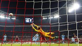 Boateng marca gol do Bayern contra o Manchester City nesta quarta-feira.            REUTERS/Michael Dalder