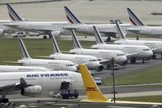 Aviões da Air France parados no aeroporto Charles de Gaulle, em Paris. 17/09/2014  REUTERS/Charles Platiau