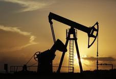 Станок-качалка компании CUPET на нефтяном месторождении близ Гаваны 11 июля 2014 года. REUTERS/Enrique De La Osa