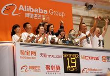 Wall Street a ouvert vendredi en hausse pour saluer l'introduction en Bourse réussie du géant chinois du commerce en ligne Alibaba. Dans les premiers échanges, l'indice Dow Jones gagnait 0,16%. Le Standard & Poor's 500, plus large, progressait de 0,12% et le Nasdaq Composite prenait 0,3%. /Photo prise le 19 septembre 2014/      REUTERS/Lucas Jackson