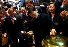 "Alibaba Group Holding Ltd founder Jack Ma (C) rings a ceremonial bell to start trading during his company's initial public offering (IPO) under the ticker ""BABA"" at the New York Stock Exchange in New York September 19, 2014.        REUTERS/Brendan McDermid"