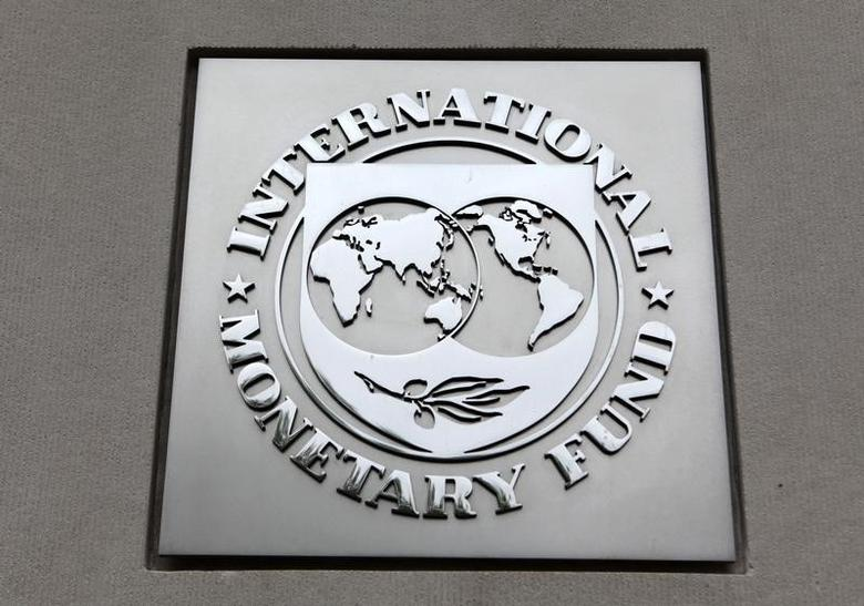 The International Monetary Fund (IMF) logo is seen at the IMF headquarters building in Washington, April 18, 2013. REUTERS/Yuri Gripas