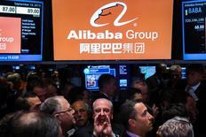 Traders na bolsa de Nova York durante IPO da Alibaba Group Holding, em Nova York. 19/09/2014 REUTERS/Lucas Jackson