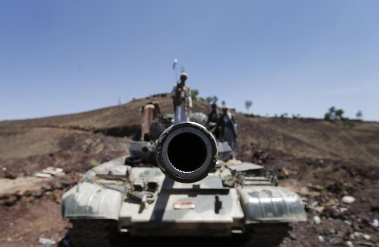 A frontal view of a tank barrel is seen as Shi'ite Houthi rebels stand on its turret, after they took over the compound of the army's First Armoured Division in Sanaa September 22, 2014. REUTERS/Khaled Abdullah